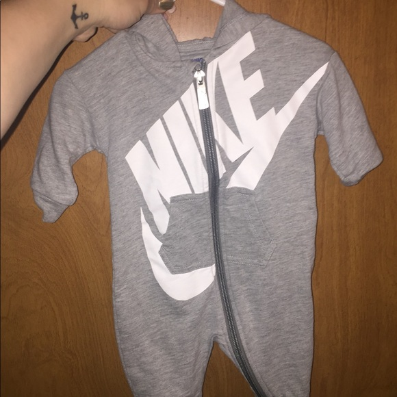 5ccf3939c Baby boy Nike jumpsuit. M_5ab3f52b5521bee17fd95b7d